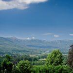 Widok z okna na Karkonosze i Śnieżkę